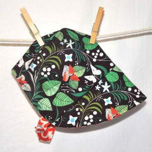 Reversible baby bonnet